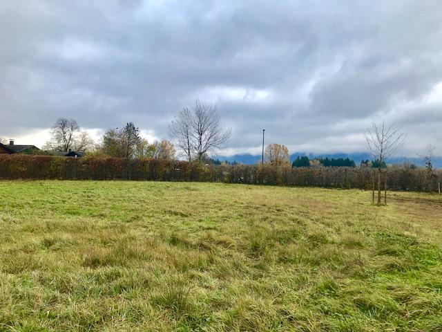 Grundstück mit Bergblick bei klarer Sicht