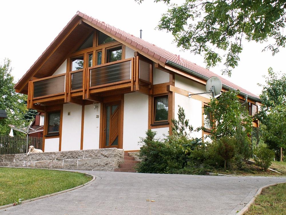 modernes fachwerkhaus braun